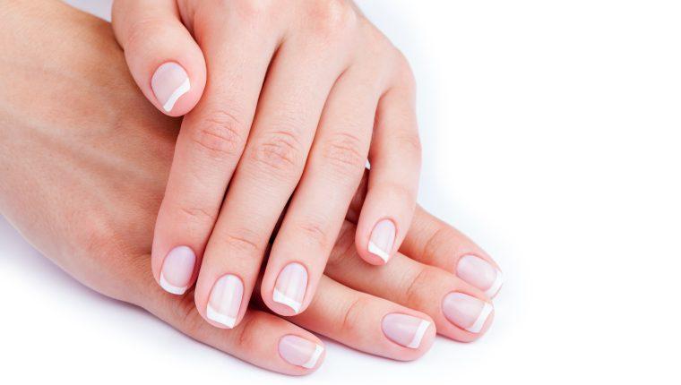 Uno de los objetivos del manicure es retirar las impurezas y células muertas que se tienen en las manos. (Foto Prensa Libre: Hemeroteca PL).