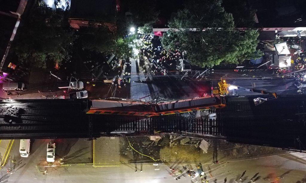 Al menos 23 personas murieron y 65 están hospitalizadas por el accidente de un metro de la Ciudad de México ocurrido en la noche del lunes 3 de mayo al desplomarse una viga que sostenía un puente de la línea 12 entre la estaciones de Olivos y Tezonco. (Foto Prensa Libre: EFE)