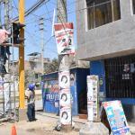 Hidrandina retira propaganda electoral en instalaciones eléctricas