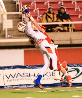 Another amazing catch by Timpview's Samson Nacua. (Photo by Kevin McInnis)