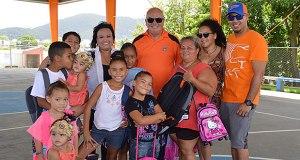 Alcalde de Fajardo entrega bultos en comunidades. (Foto/Suministrada)