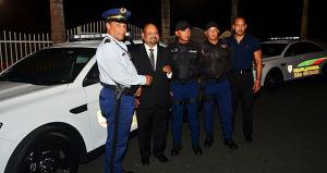 Ángel B. González Damud, alcalde de Río Grande, entregó dos unidades nuevas al cuerpo Policiaco Municipal. (Foto/Suministrada)