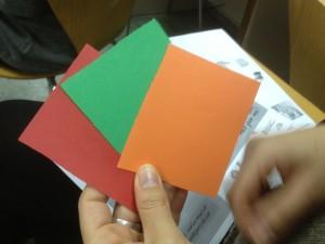 Dinámica participativa con tarjetas de colores