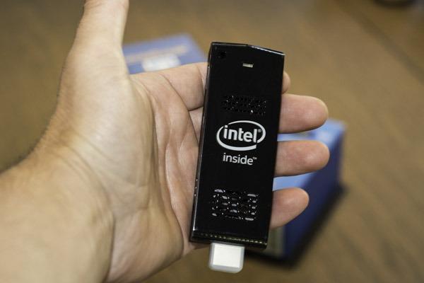 digital signage player using intel compute stick