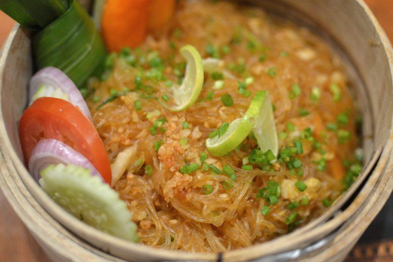 Phad Woonsen Sriraccha Phak - Stir fried glass noodles