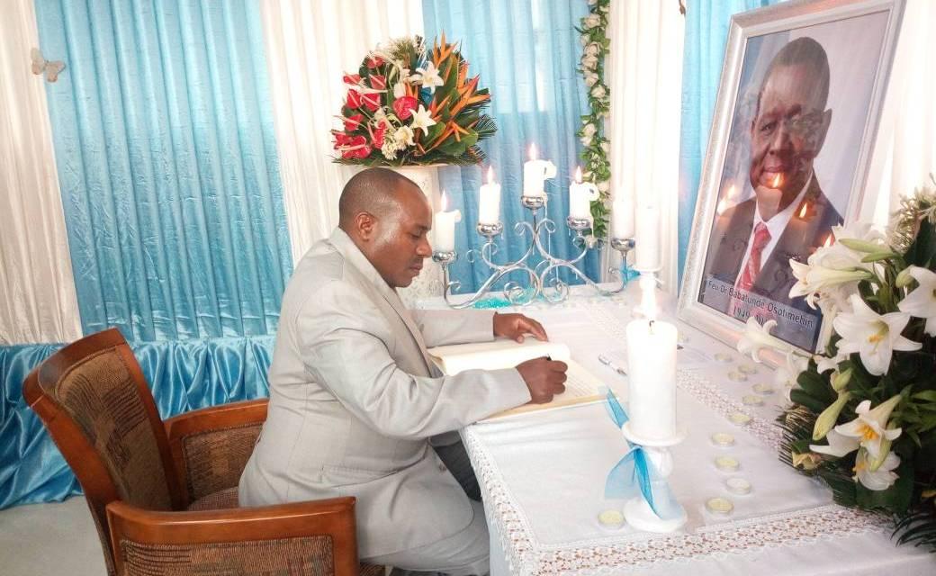 Le Deuxième Vice-Président de la République présente les condoléances du Gouvernement du Burundi au FNUAP