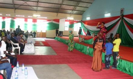 La Première Dame Denise NKURUNZIZA donne des enseignements aux jeunes de la Commune Mukaza en vacances