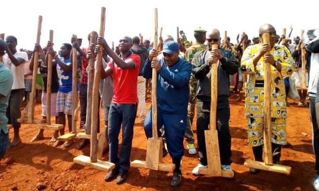 Le Deuxième Vice-Président de la République se joint aux élèves en camp de travail au stade de Gitega