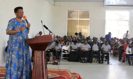 La Première Dame enseigne sur les qualités d'un bon leader