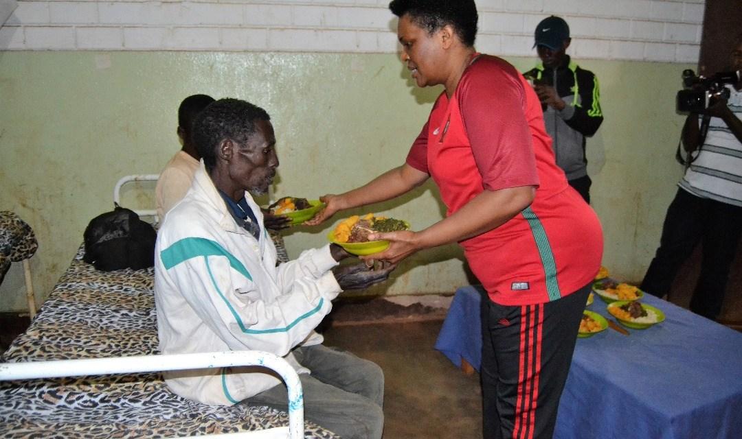 La Première Dame Denise Nkurunziza a souhaité les meilleurs vœux aux malades de l'Hôpital de Buye