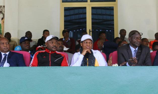 Le couple présidentiel assiste à un match international au stade Urukundo de Buye