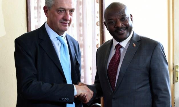 Le  Chef de l'Etat reçoit le Haut Commissaire des réfugiés aux Nations Unies