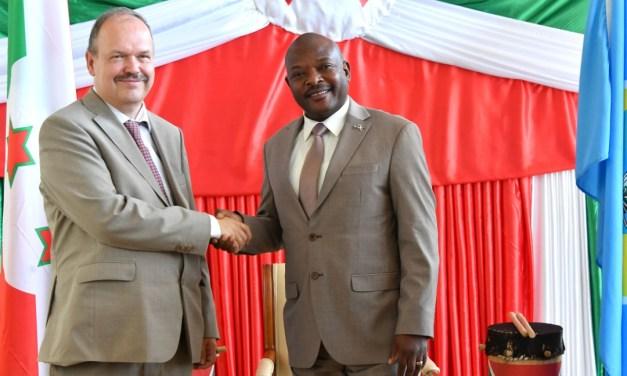 Son Excellence Pierre Nkurunziza reçoit en audience le nouvel Ambassadeur de l'Allemagne au Burundi