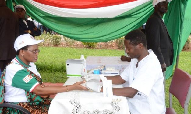 La Première Dame appelle les Burundais à connaître leur statut sérologique