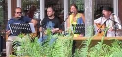 Erzeugen beim Publikum spielend alles zwischen guter Laune und Gänsehautmomenten: die Acoustic&Blues Company (Foto: Acoustic&Blues Company)