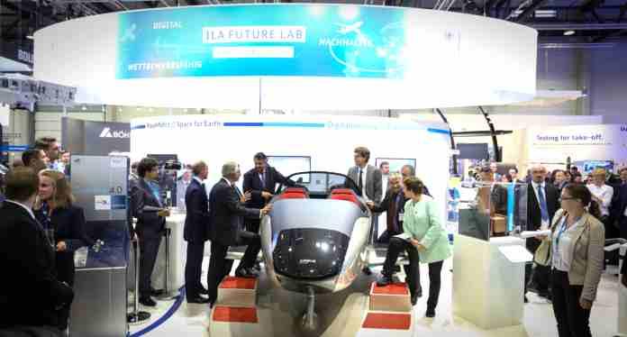 Die nächste ILA Berlin Air Show findet vom 25. bis 29. April 2018 auf dem Berlin ExpoCenter Airport statt. Die drei ersten Tage sind Fachbesuchern vorbehalten. Am Wochenende ist die Messe auch für das Publikum geöffnet. Im Fokus der ILA Berlin Air Show 2018 stehen Innovationen, neue Technologien und Nachhaltigkeit. Damit wird das in 2016 erfolgreich eingeführte ILA-Konzept konsequent weiter entwickelt.