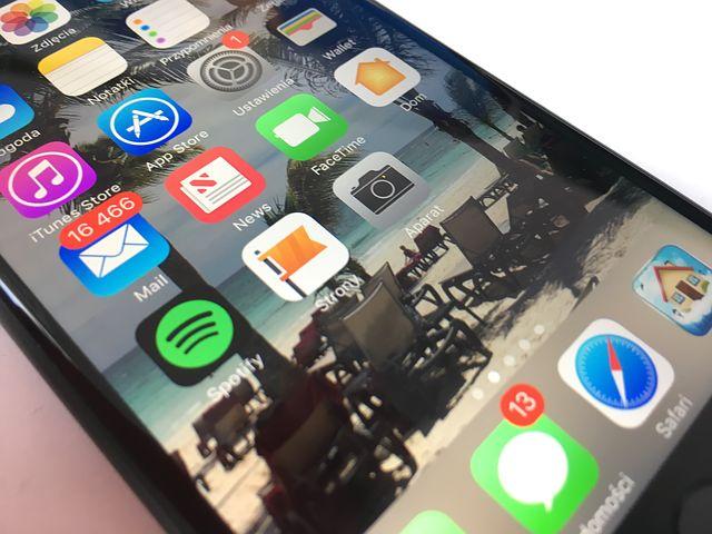 Hannover, 21. Februar 2017. Eine Displayreparatur bei einem iPhone 7 kostet bundesweit im Durchschnitt 393 Euro – eine gute Hülle für das iPhone nur einen Bruchteil. clickrepair, der Reparatur-Marktplatz für Handys und Smartphones, gibt Tipps, welche Schutzhüllen am besten vor Display- und Gehäuseschäden vorbeugen