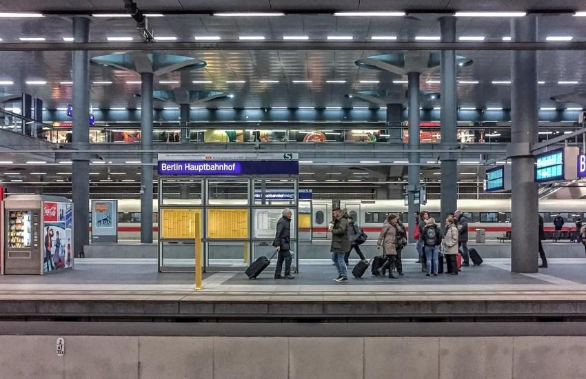 Der Vorsitzende des Verkehrsausschusses im Bundestag, Martin Burkert (SPD), hat den designierten Bahnchef Richard Lutz zu einer klaren Haltung aufgefordert.