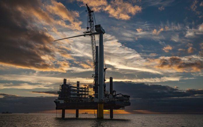 Von den Nachbarn lernen: Wie Dänemark mit Windkraft und Fernwärme aus Biomasse die Energiewende vorantreibt
