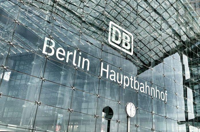 Panorama, Tourismus, Google-Rezension, Tourismus / Urlaub, Umfrage, Bahn, Hauptbahnhof, Berlin