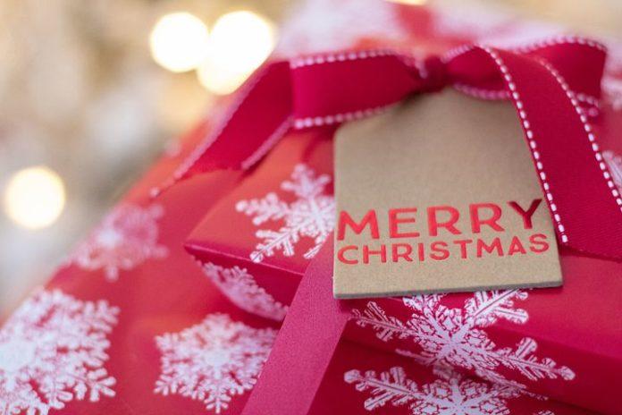 Internet, Celebrities, People, Weihnachten, Kinder, Soziales, Panorama, Hilfsorganisation, Auktionsportal, Baden-Baden