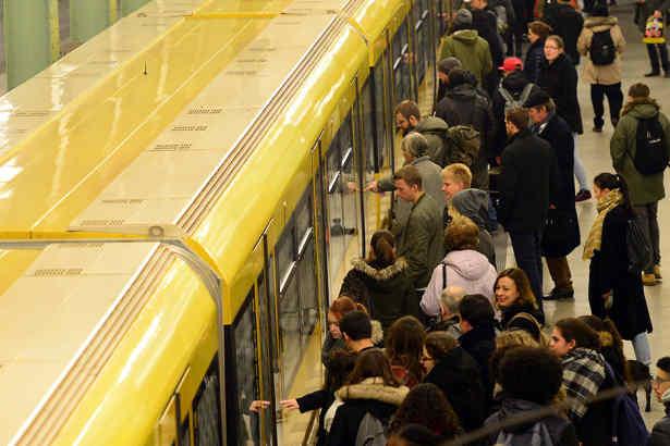 Berlin,News,U-Bahn,##U5,Strausberger Platz ,Frankfurter Tor
