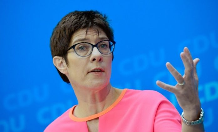 News,Politik,Annegret Kramp-Karrenbauer,CDU,Angela Merkel,Berlin,