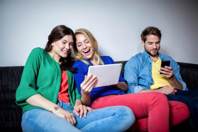 Studie, Netzwelt, WG-Bewohner, Mobile Kommunikation, Gesellschaft, Wohngemeinschaft, Bild, Panorama, Wohnen, Internet, Köln