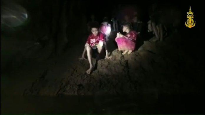 thailändischer Höhle,Soldaten, Höhle in Thailand,Thailand ,Nachrichten,Ausland,Navy Seal,Chiang Rai, Passakorn Boonyaluck,schächte zu Kindern