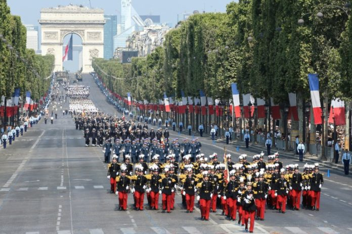 Nizza,Nachrichten,Nationalfeiertag,Brauchtum,Militärparade zum französischen Nationalfeiertag,Frankreich