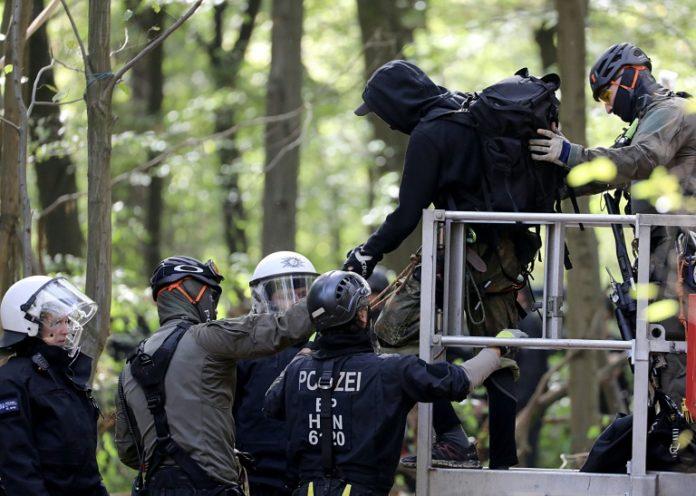 Hambacher Forst, Nachrichten,Baumhäuser, Köln,Wald,Braunkohletagebau, IG BCE, Michael Vassiliadis,,Hambacher Forsts,Fünfter Tag
