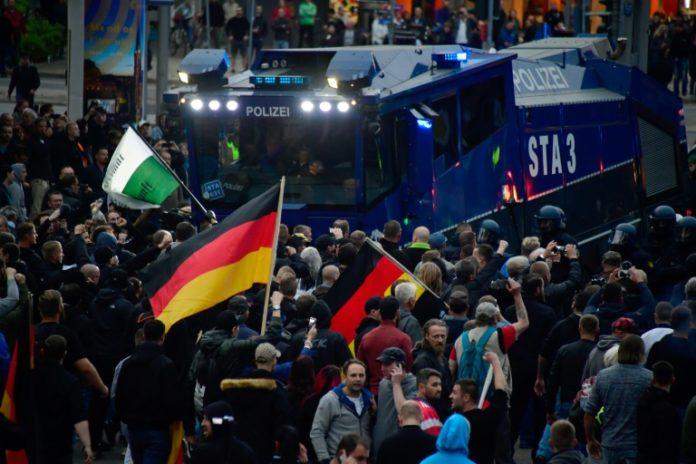 AFD,AfD-Kundgebung,Chemnitz,Politik,Nachrichten,Herz statt Hetze,in Chemnitz