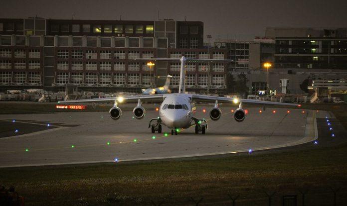 Flughafen Frankfurt , Frankfurt, Flughafen, Luftverkehr, Tourismus, Verkehrszahlen, Wirtschaft, Finanzen, Tourismus / Urlaub