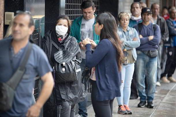 Warteschlange,Maskenausgabe,Presse,News,Medien