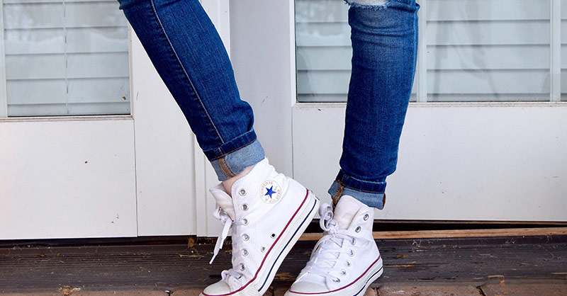 Converse Chucks mit Blue Jeans