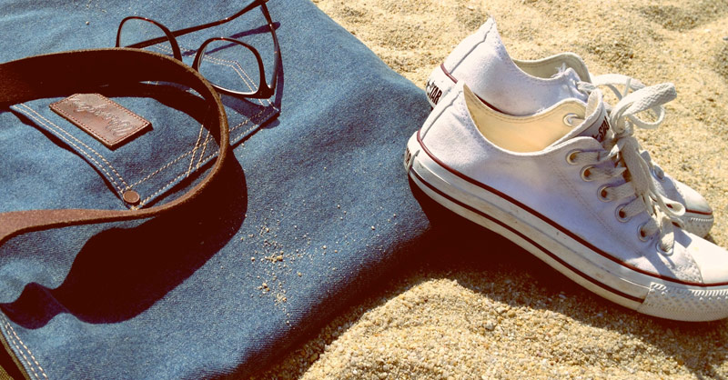 Converse Chucks am Strand