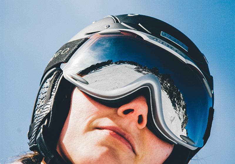Snowboarden oder Skifahrer immer mit Helm