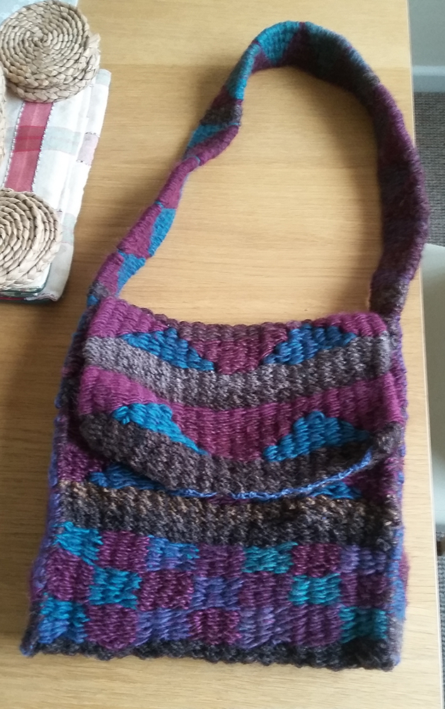 Project Process: Weaving a handbag on a peg loom