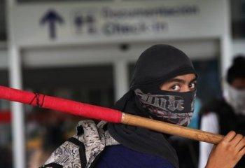 Katledilen 43 öğrenci için Meksika'da havalimanı işgali!