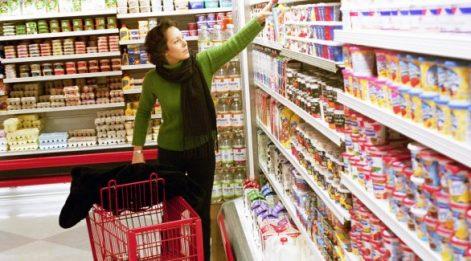 Tüketici güveni Nisan'da arttı ama kötümserlik sürüyor
