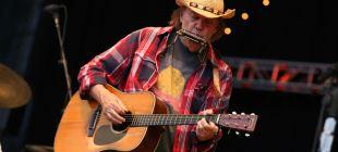 Neil Young'dan 'yeni' albüm