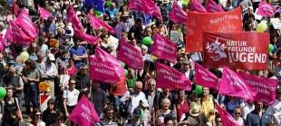 Almanya'da seçim öncesi ırkçılığa karşı protesto