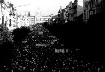 Çekya'da başbakan Babis protesto ediliyor: Binlerce kişi sokakta