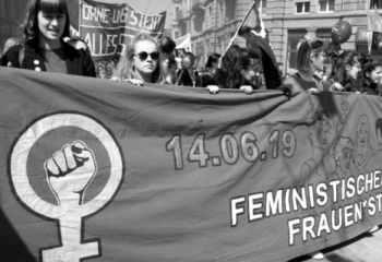 İsviçreli kadın emekçiler 'eşitlik' için greve gitti
