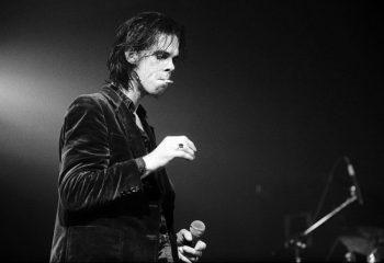 Nick Cave, 'yaratıcılığı körelen' hayranıyla kullanmadığı şarkı sözlerini paylaştı