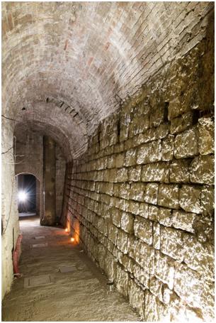 Gubbio: tra i sotterranei e i cunicoli di San Giovanni dove ancora aleggiano leggende ed esplorazioni