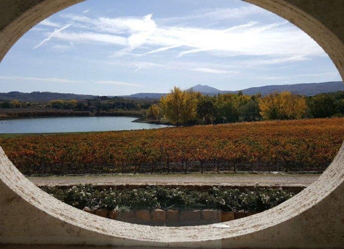 Vista-sul-lago-dalla-cantina-di-Montepulciano