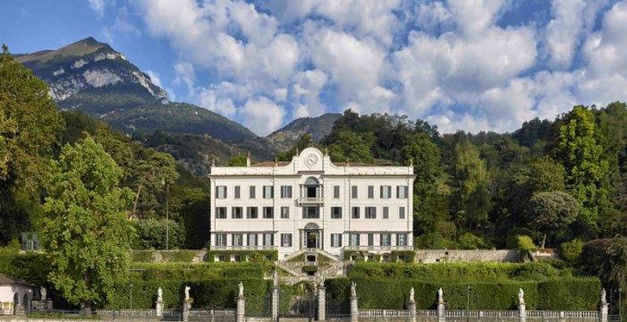 """""""Nuove"""" e """"vecchie"""" camelie, protagoniste in giardino a Villa Carlotta"""