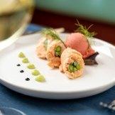 Ballottine di salmone e asparagi con gelato alla fragola