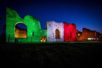 Le-Terme-di-Caracalla-si-illuminano-con-il-Tricolore-in